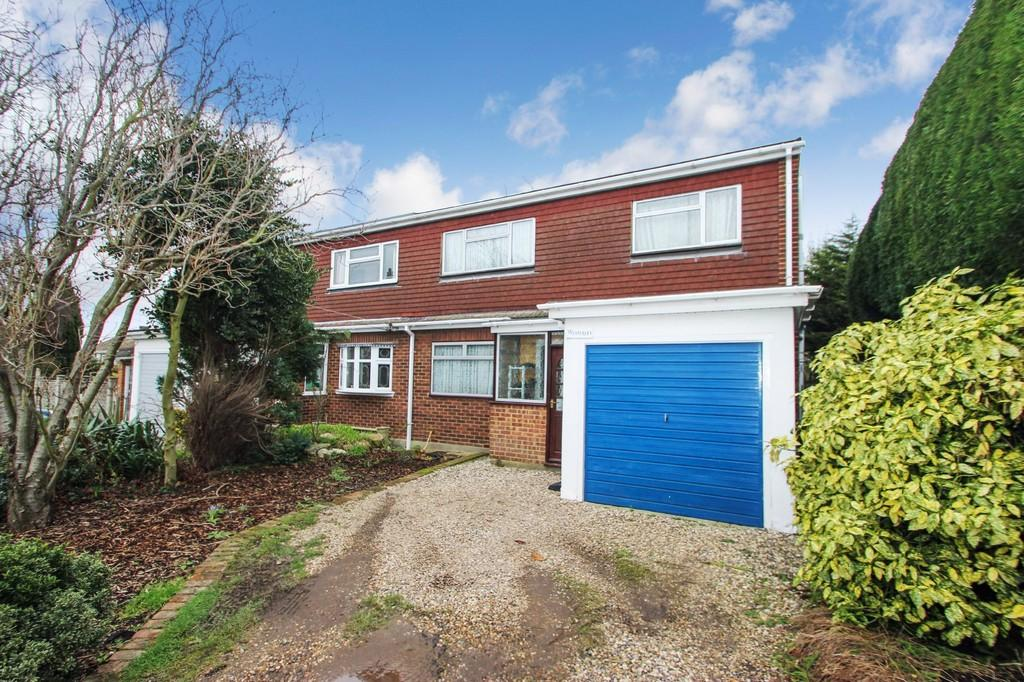 4 Bedrooms Semi Detached House for sale in Thundersley, SS7
