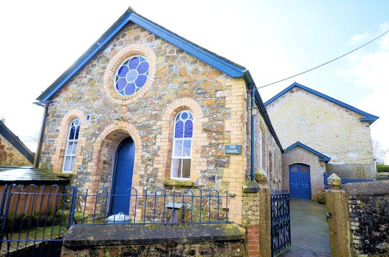 3 Bedrooms Detached House for sale in Converted Chapel and Sunday School in Brentor