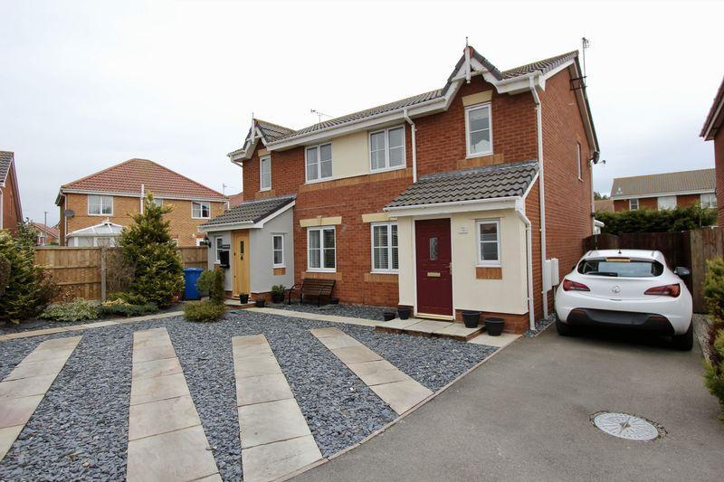 3 Bedrooms Semi Detached House for sale in Llys Ogwen, Prestatyn