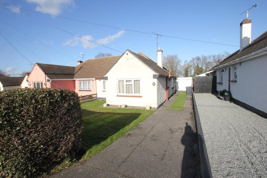 2 Bedrooms Semi Detached Bungalow for sale in Hawkwell Road, Hockley
