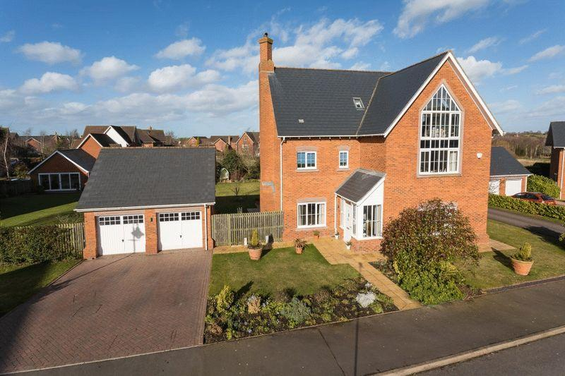 5 Bedrooms Detached House for sale in Ferndown Way, Wychwood Park, Near Nantwich