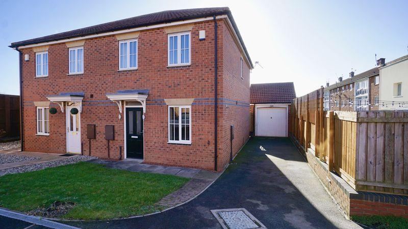3 Bedrooms Semi Detached House for sale in Queensbury Gate Longbenton