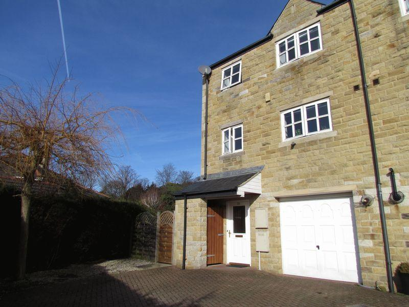 3 Bedrooms House for sale in Canal Road, Keighley