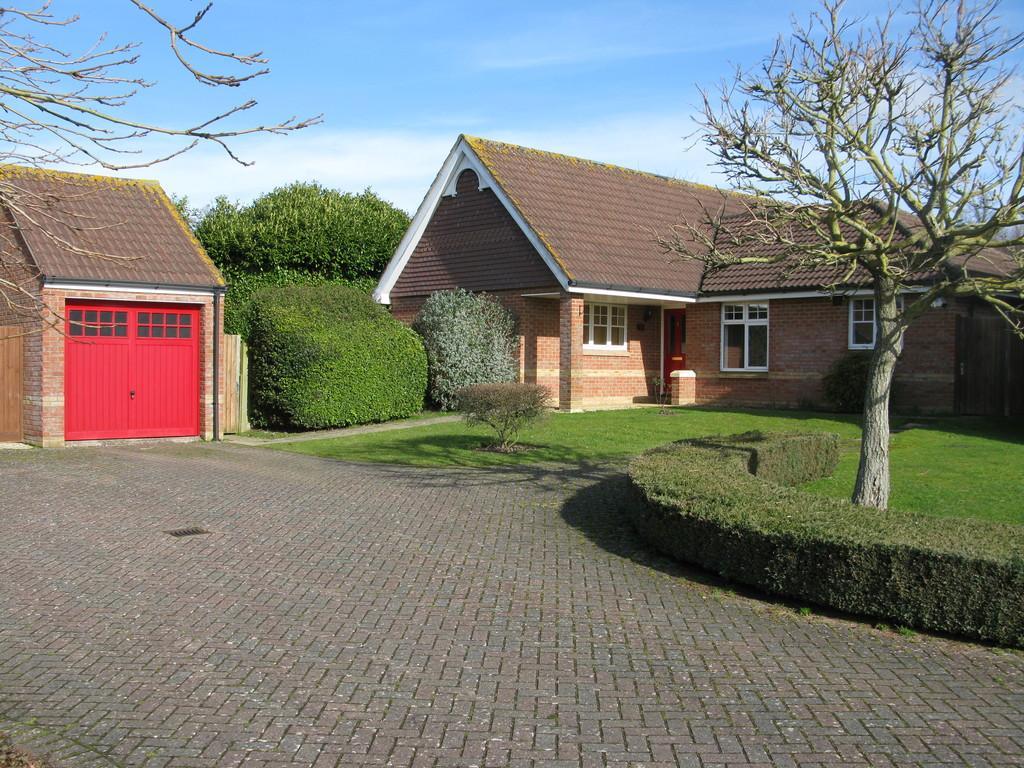 4 Bedrooms Detached Bungalow for sale in RIVERBOURNE ROAD, SALISBURY, WILTSHIRE, SP1 1NU