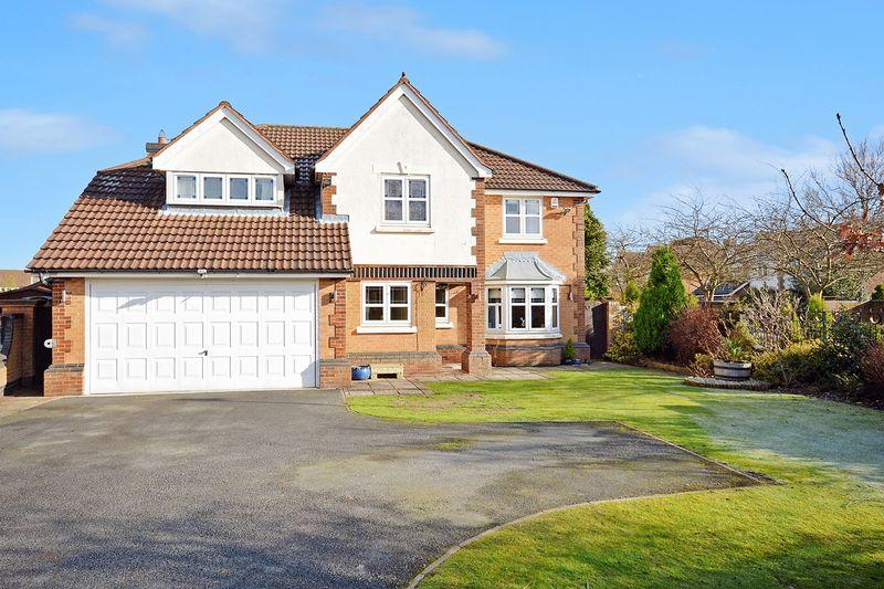 5 Bedrooms Detached House for sale in Pewterspear Green Road, Appleton, Warrington
