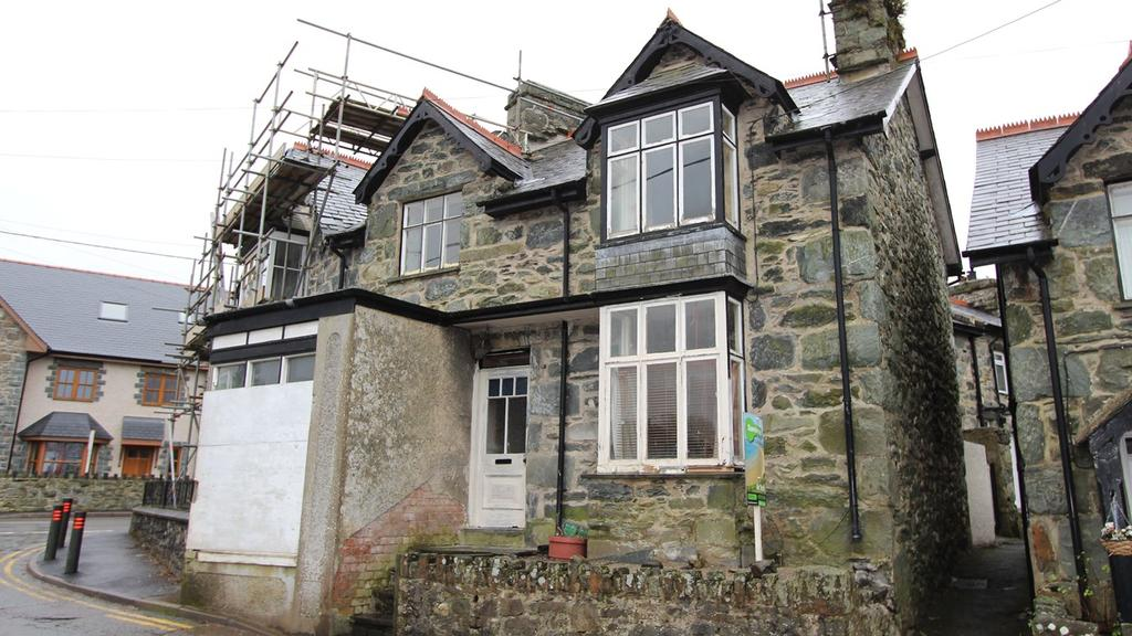 3 Bedrooms End Of Terrace House for sale in Moelfre Terrace, Llanbedr, LL45