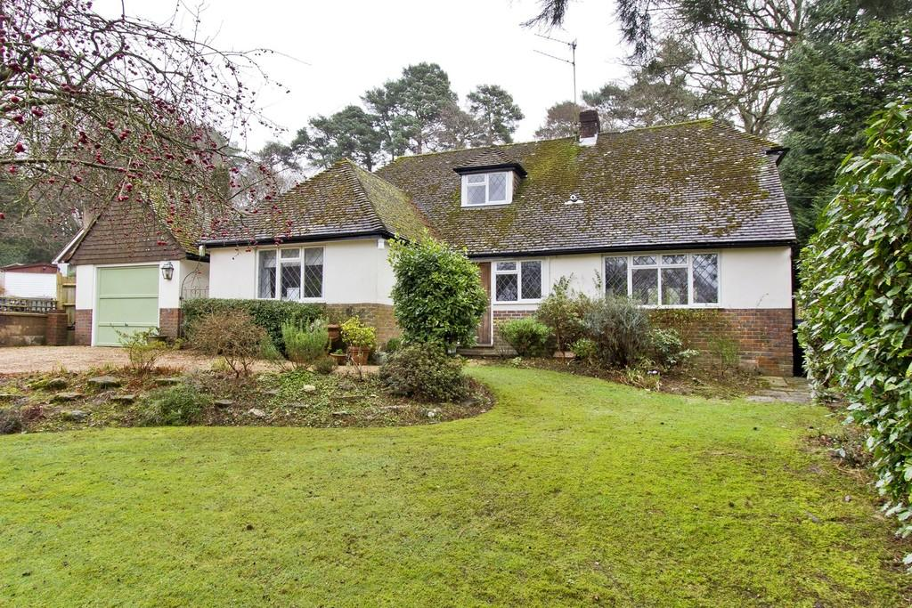 3 Bedrooms Detached House for sale in Innhams Wood, Crowborough