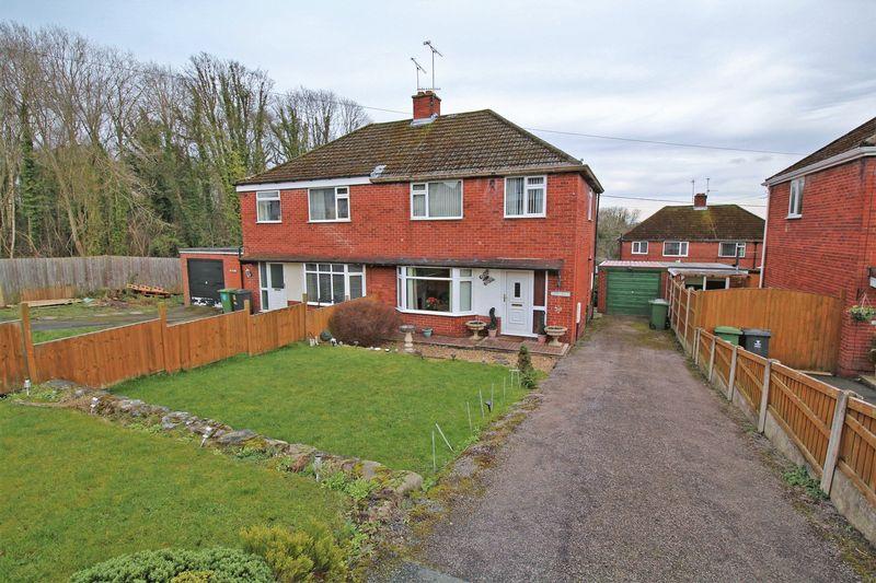 3 Bedrooms Semi Detached House for sale in Llangollen Road, Trevor