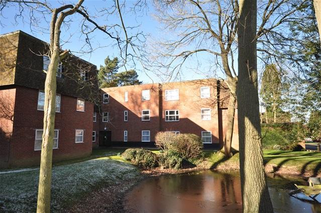 1 Bedroom Flat for sale in Bovingdon Court, Windsor Close, Bovingdon