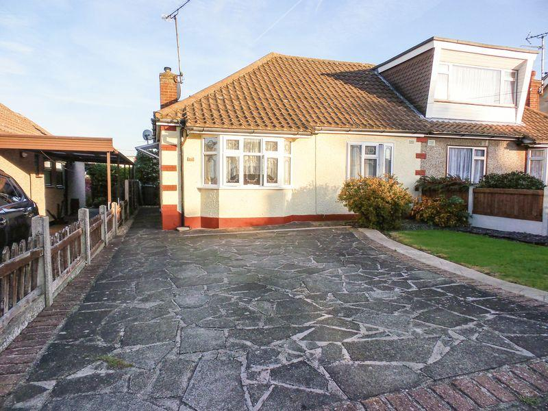 2 Bedrooms Semi Detached Bungalow for sale in Hatfield Road, Rayleigh