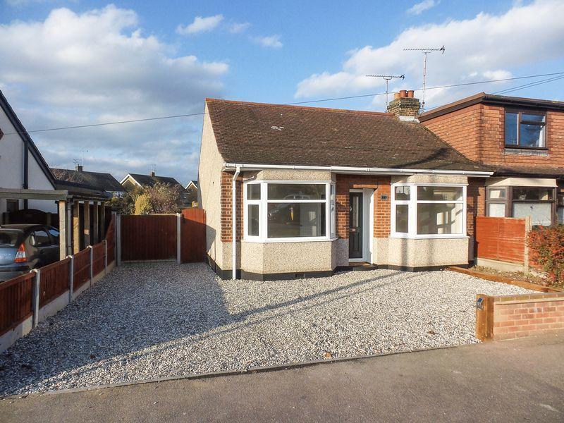 2 Bedrooms Semi Detached Bungalow for sale in Church Road, Benfleet
