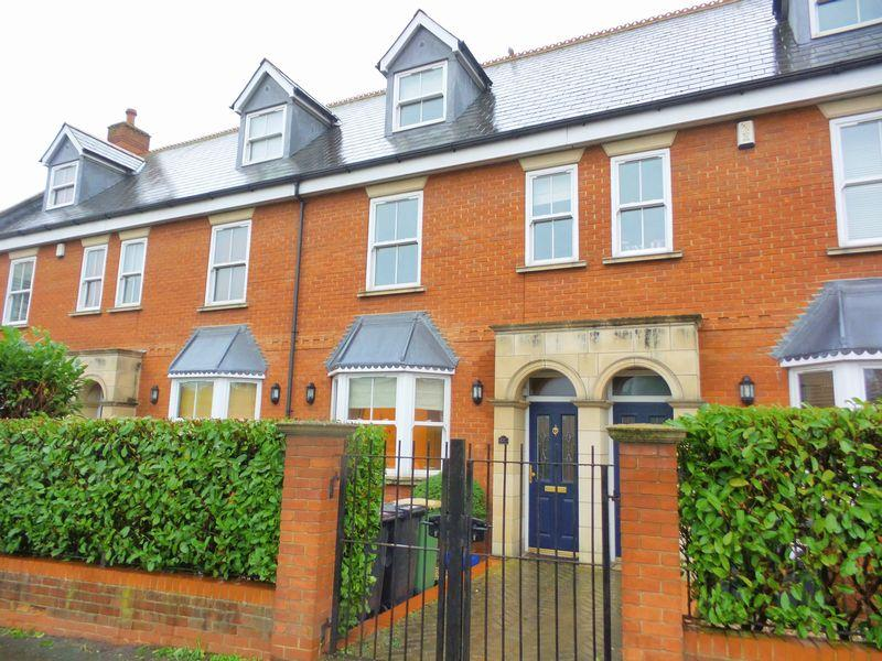 4 Bedrooms Terraced House for sale in Spa Road, Hockley