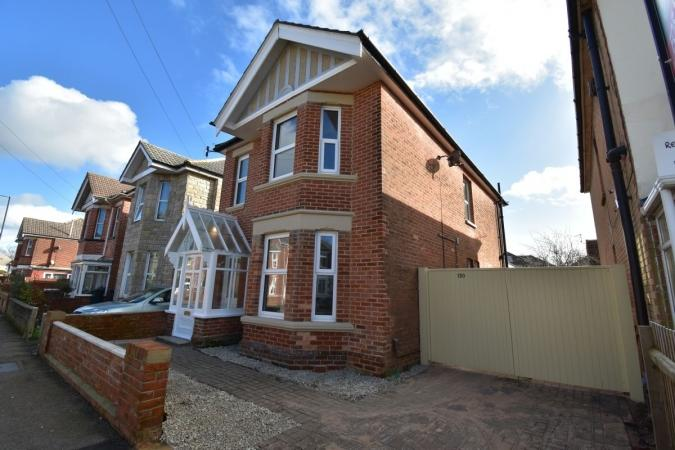 4 Bedrooms Detached House for sale in Bennett Road, Charminster