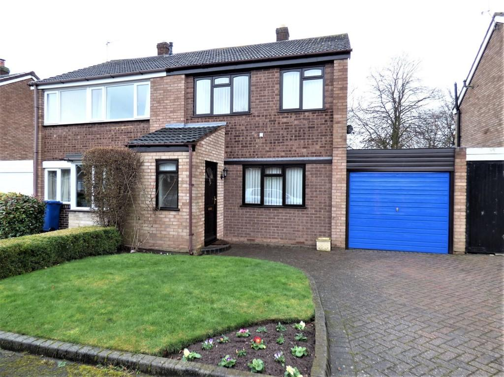 3 Bedrooms Semi Detached House for sale in Ash Grove, Lichfield
