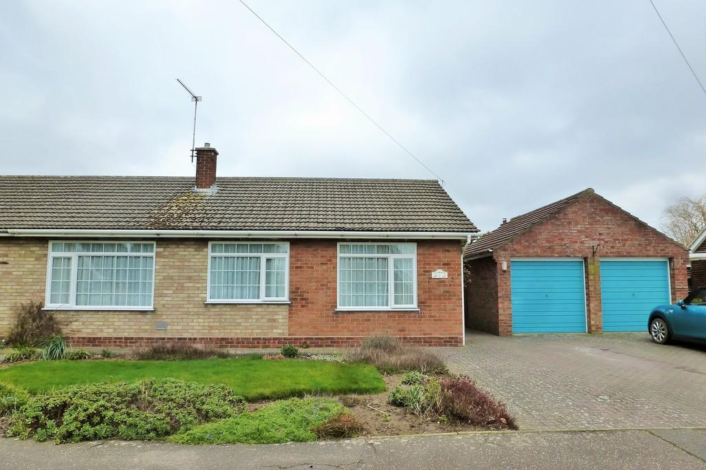 3 Bedrooms Semi Detached Bungalow for sale in Wades Way, Trunch