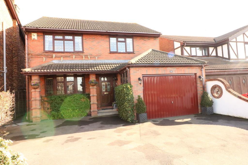 4 Bedrooms Detached House for sale in St. Clements Road, Benfleet