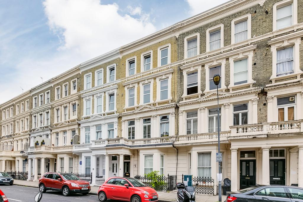 Studio Flat for sale in Barons Court Road, London
