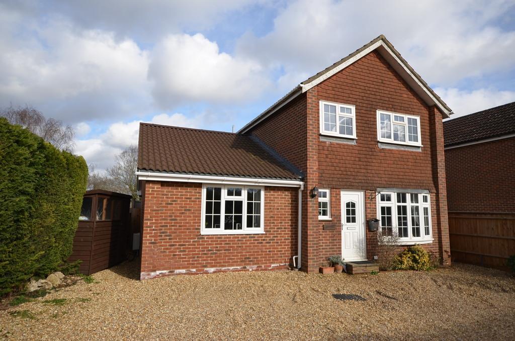 4 Bedrooms Detached House for sale in Weydon Farm Lane, Farnham