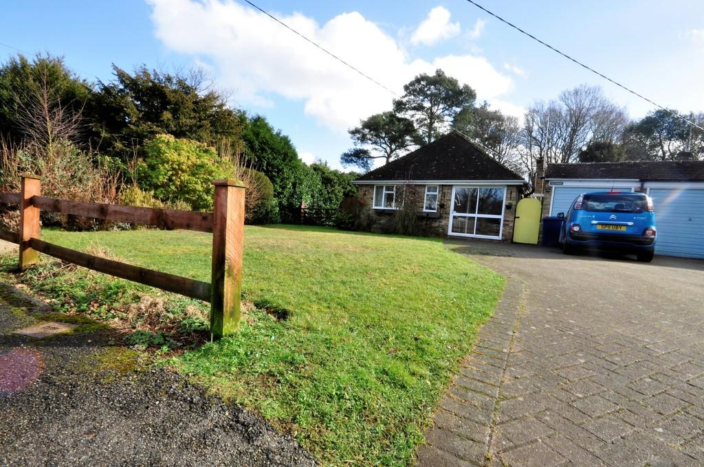 3 Bedrooms Detached Bungalow for sale in Hookley Lane, Elstead