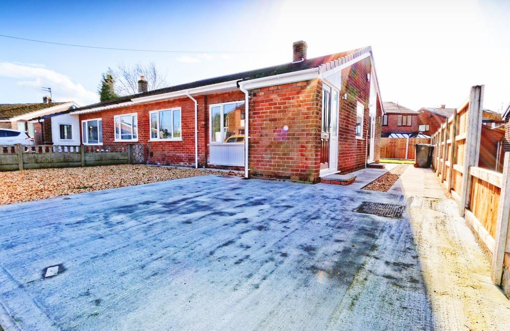 2 Bedrooms Semi Detached Bungalow for sale in Walmesley Drive, Ince