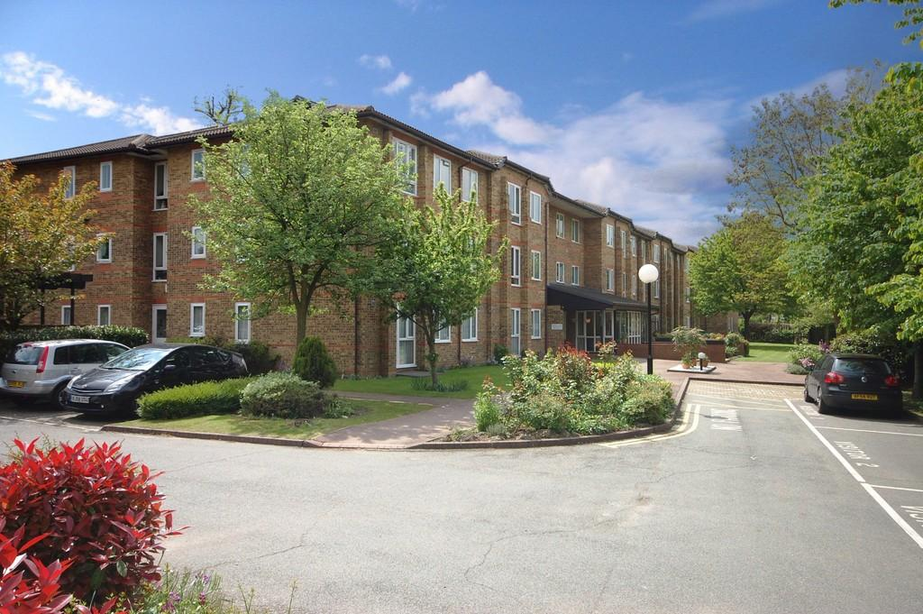 1 Bedroom Ground Flat for sale in Ennerdale Court, Cambridge Road, Wanstead