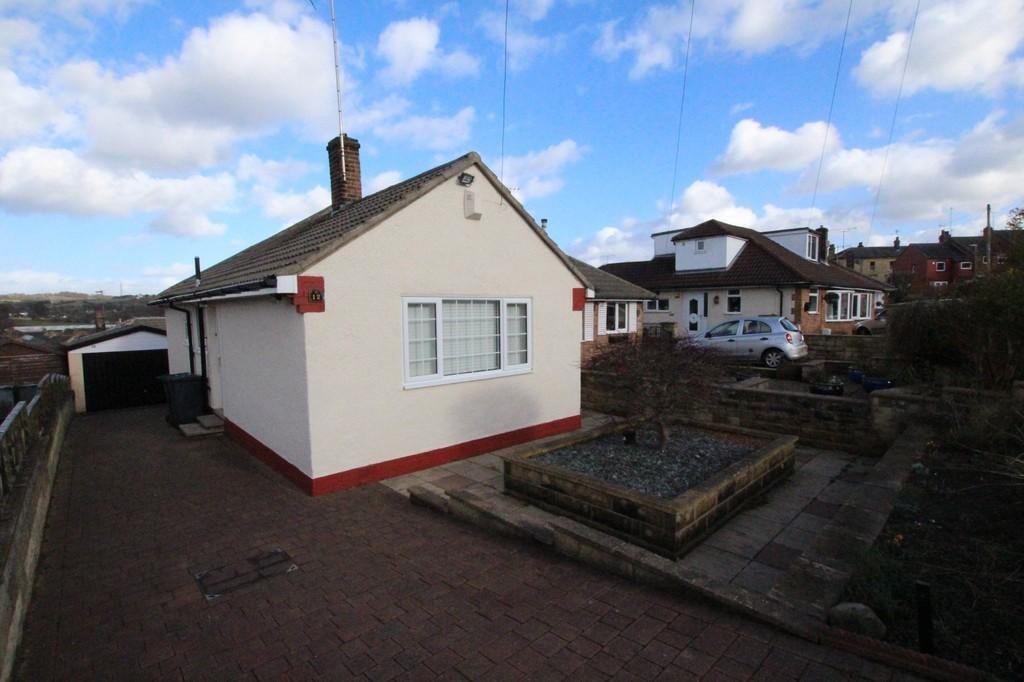3 Bedrooms Semi Detached House for sale in Mount Gardens, Cleckheaton