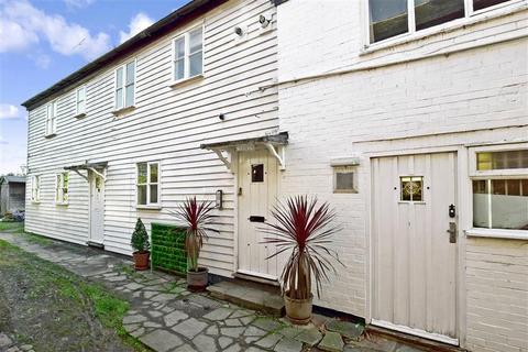 2 bedroom flat for sale - High Street, Tenterden, Kent