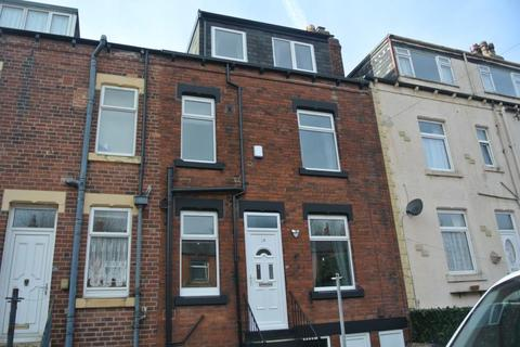 3 bedroom terraced house to rent - PARKFIELD VIEW, BEESTON, LS11 7LU