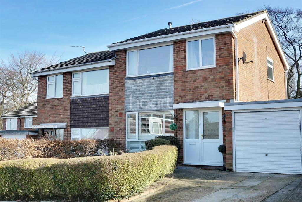 3 Bedrooms Semi Detached House for sale in Haydock Road, Royston, Hertfordshire