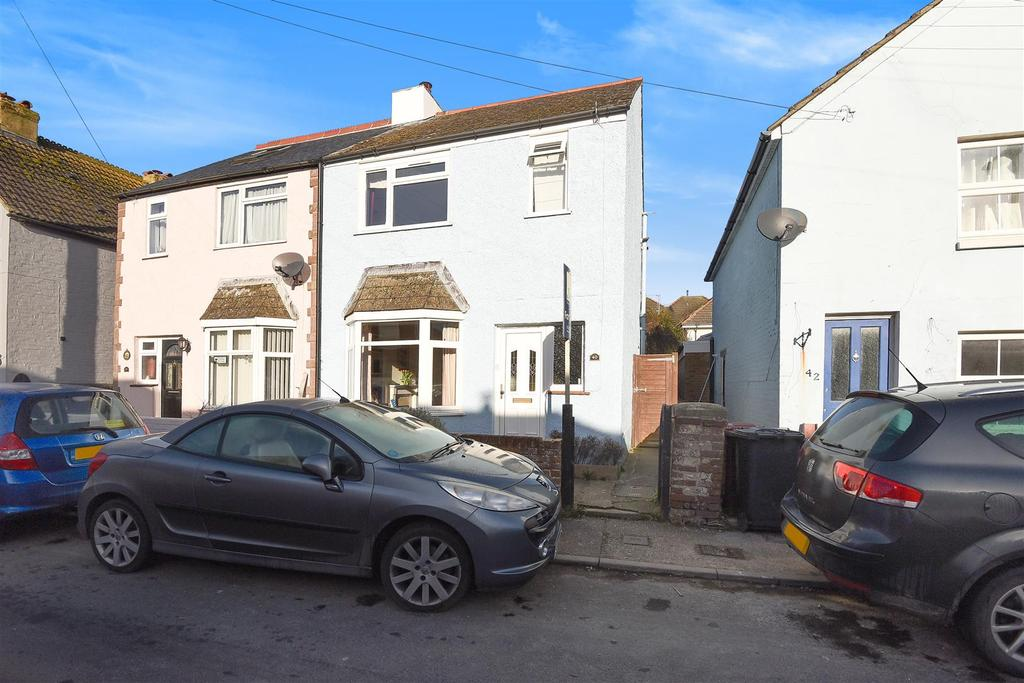 2 Bedrooms End Of Terrace House for sale in Victoria Road, Chichester