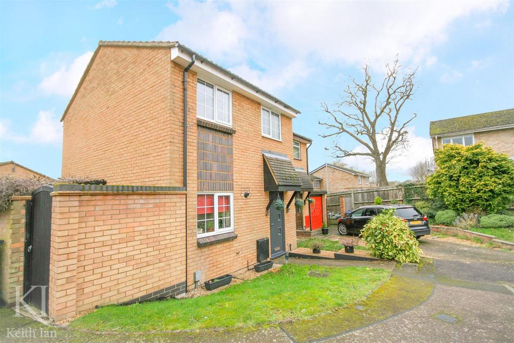 3 Bedrooms Semi Detached House for sale in The Brambles, Ware