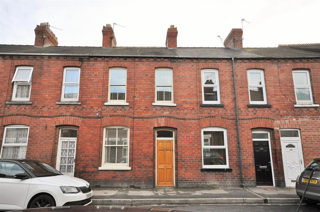 2 Bedrooms Terraced House for sale in Queen Victoria Street, South Bank, York, YO23 1HN
