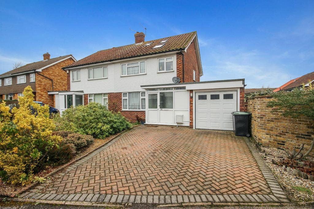 4 Bedrooms House for sale in Harrison Drive, CM16