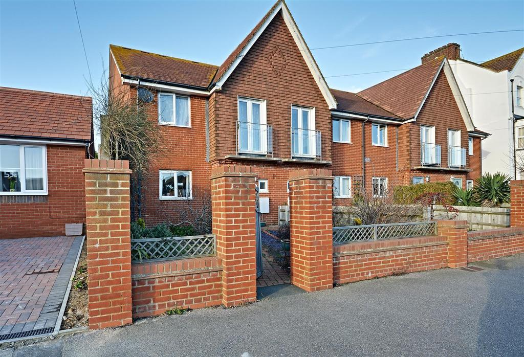 3 Bedrooms End Of Terrace House for sale in Cantelupe Road, Bexhill-On-Sea