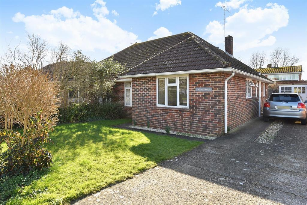3 Bedrooms Semi Detached Bungalow for sale in Belgrave Crescent, Chichester