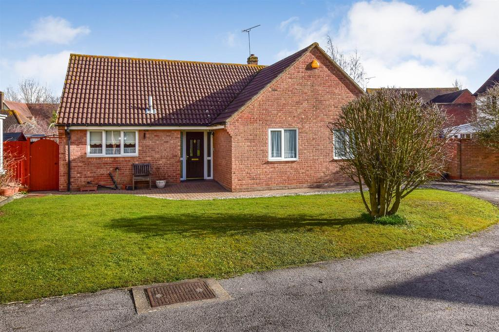 3 Bedrooms Bungalow for sale in Bickerton Point, South Woodham Ferrers, Chelmsford