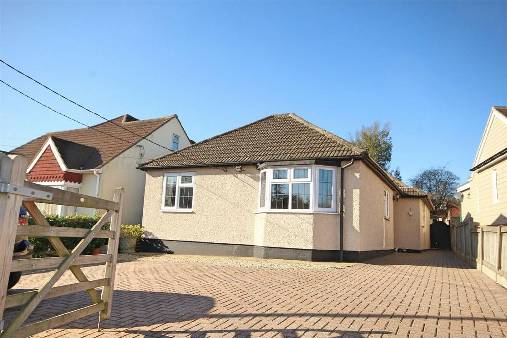 4 Bedrooms Detached Bungalow for sale in Southend Road, HOWE GREEN, CHELMSFORD, Essex