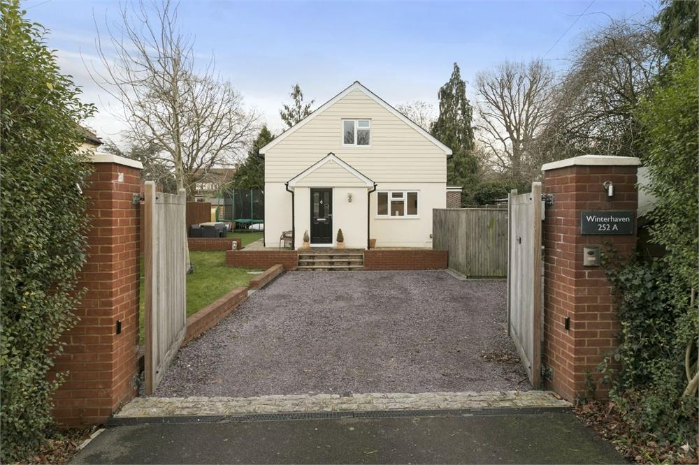 4 Bedrooms Detached House for sale in London Road, Guildford, Surrey