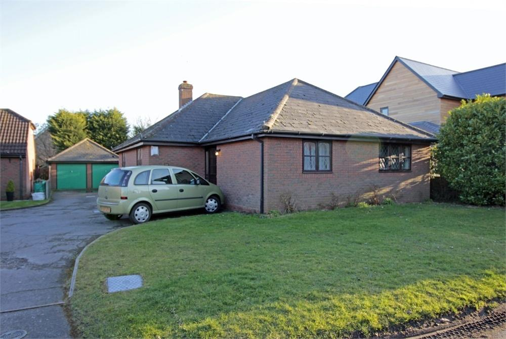 3 Bedrooms Detached Bungalow for sale in Grove Road, Tiptree, Essex