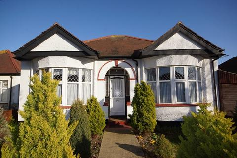 2 bedroom detached bungalow for sale - Popular Thorpedene Estate, Shoeburyness