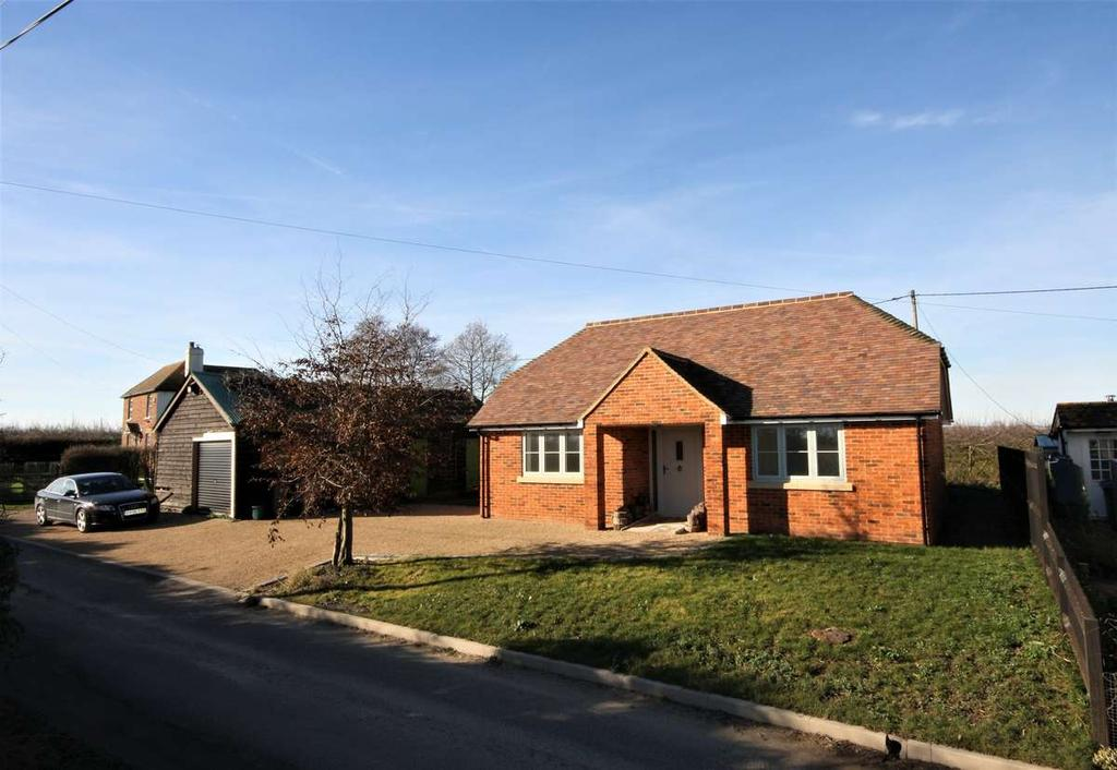 2 Bedrooms Detached Bungalow for sale in Overland, Ash