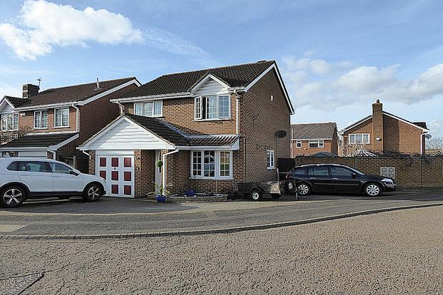 3 Bedrooms Detached House for sale in Summerfields, West Hunsbury, Northampton, NN4