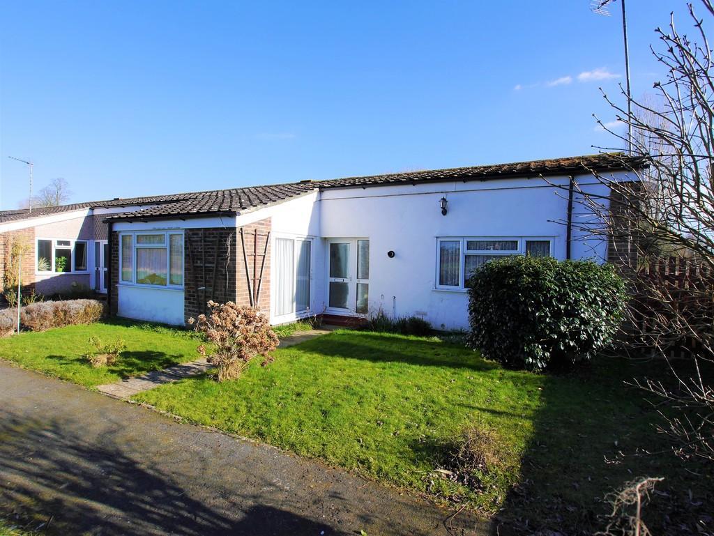 3 Bedrooms Terraced Bungalow for sale in Brett Green, Upper Layham, Ipswich, Suffolk, IP7 5LX