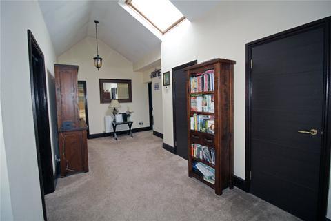 3 bedroom detached bungalow for sale - Grays Avenue, Langdon Hills, Essex, SS16
