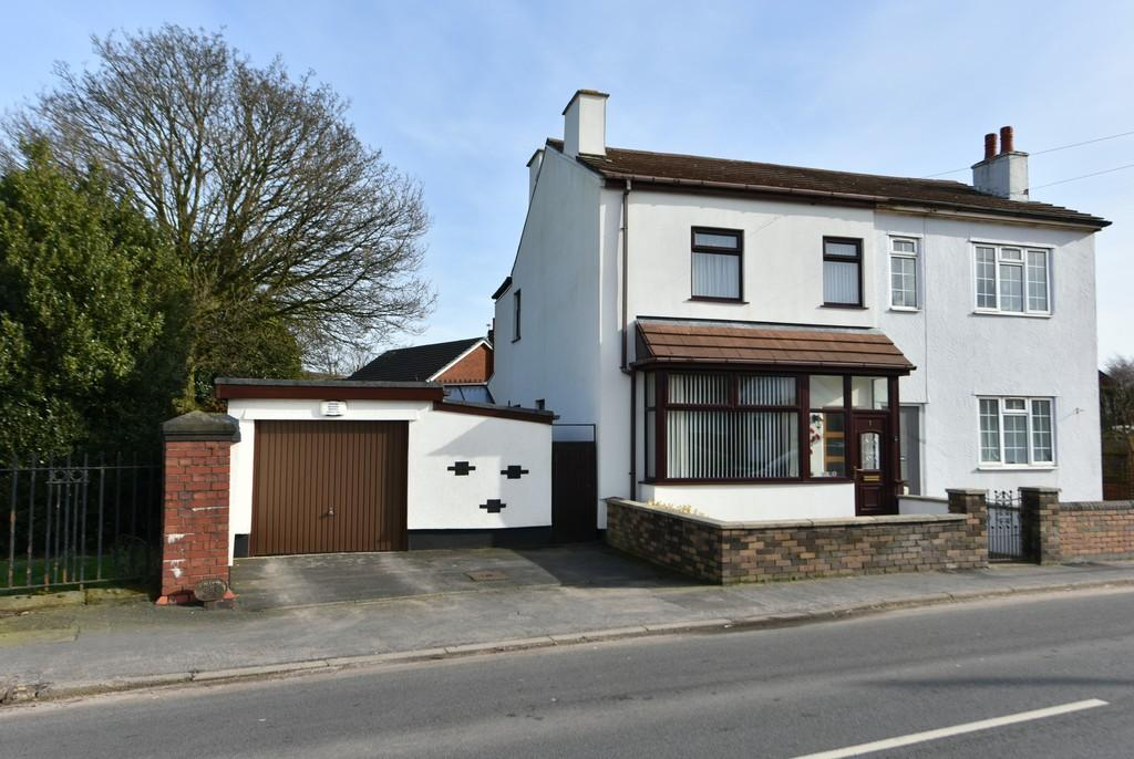 3 Bedrooms Semi Detached House for sale in Cottage Lane, Ormskirk