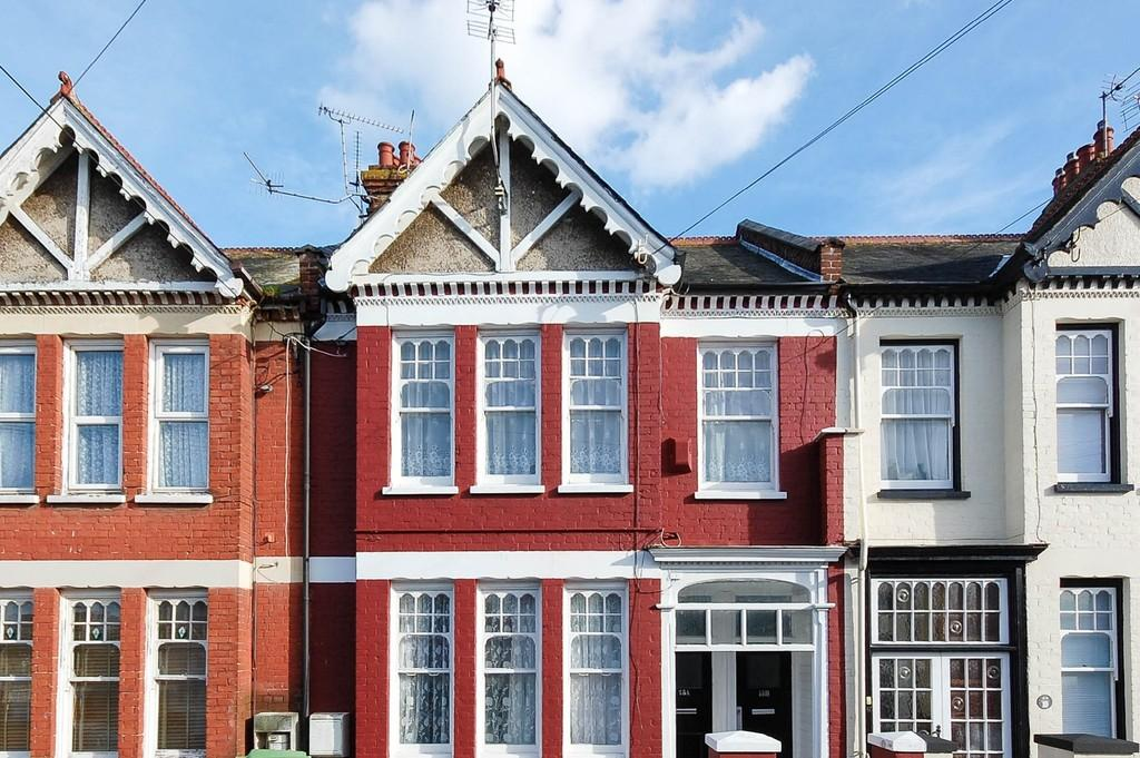 2 Bedrooms Flat for sale in Gosfield Road, Herne Bay