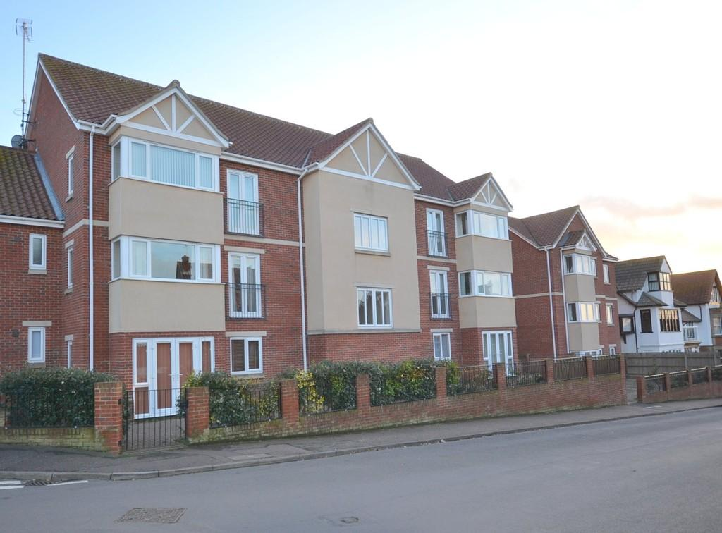 2 Bedrooms Ground Flat for rent in Cliff Road, Sheringham