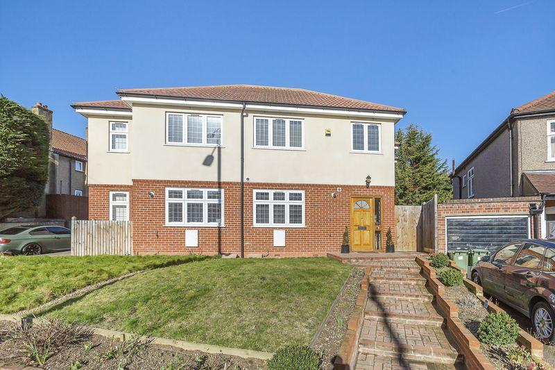 3 Bedrooms Semi Detached House for sale in Bridgen Road, Bexley