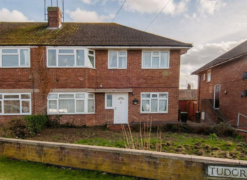 2 Bedrooms Apartment Flat for sale in Gloucester Crescent, Rushden