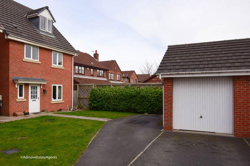 4 Bedrooms Detached House for sale in Ferryside, Thelwall